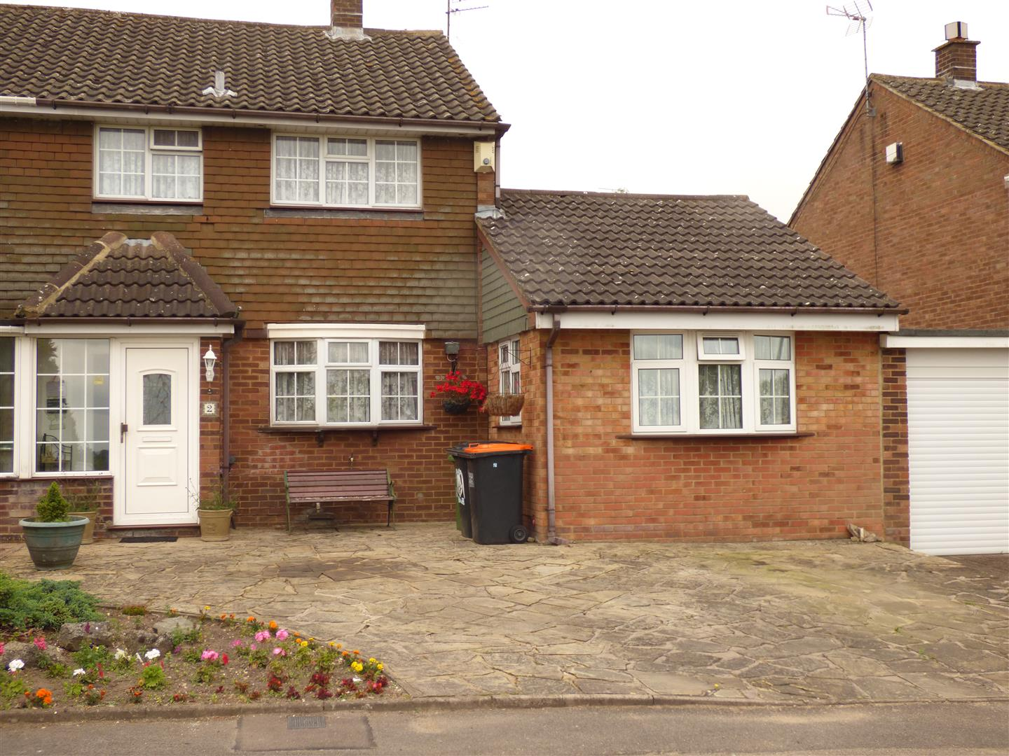 4 Bedrooms Property for sale in Hilton Avenue, Dunstable